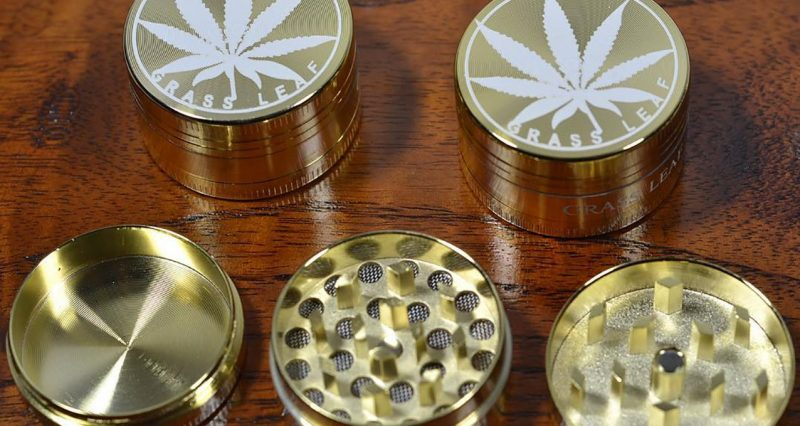 choose right herb grinder